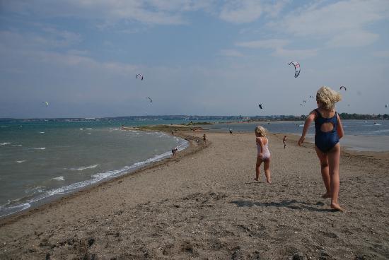 Nin's Lagoon: Strand für Schwimmer und Kite-Surfer