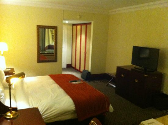 AVANI Gaborone Hotel & Casino: It looks better in the photos than in real life