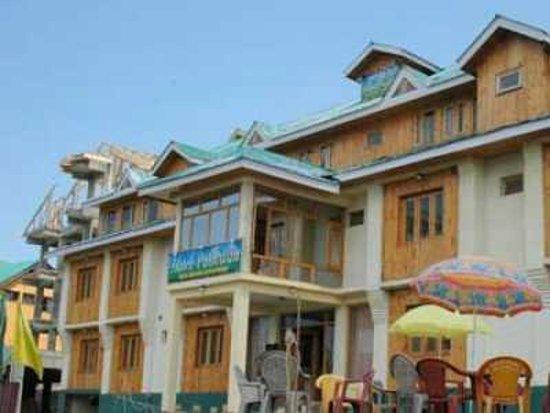 Poshwan Hotel: Front View