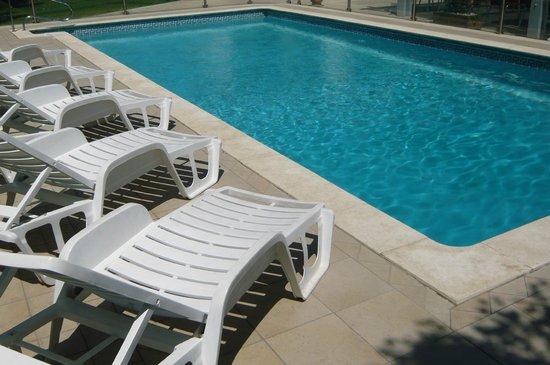 Ibis Salon de Provence : piscine de l'hôtel
