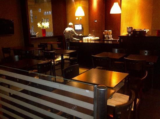 Bar desayunador Uno Buenos Aires Suites