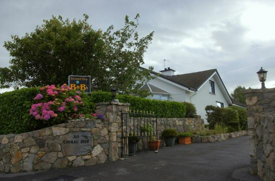 An Corrach Mor: The hotel and vicinity