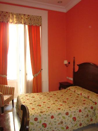 Hotel Las Cortes De Cadiz : Habitación