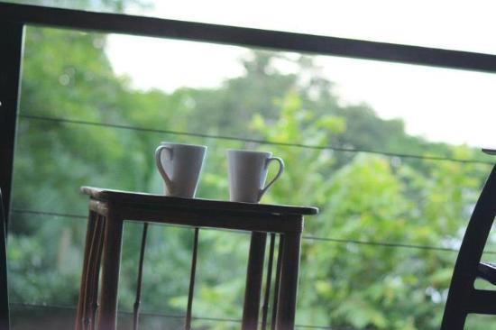 TikiVillas Rainforest Lodge & Spa: Coffee to start every morning as we woke up with the sunrise