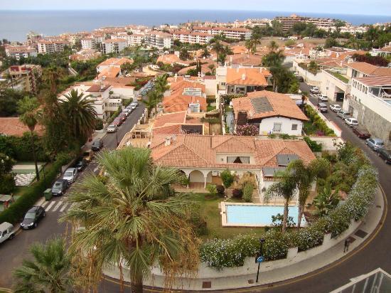 diverhotel Tenerife Spa & Garden: Vista a Puerto de la Cruz desde la habitación