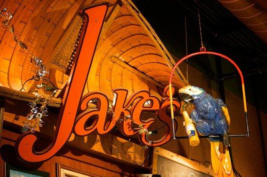 Jakes Boathouse: Laid back, fun & casual