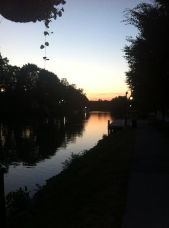 The Del Monte Lodge Renaissance Rochester Hotel & Spa: Sunset along the Erie Canal