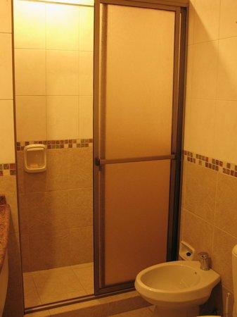 Paso Severino: Baños actuales y comodos