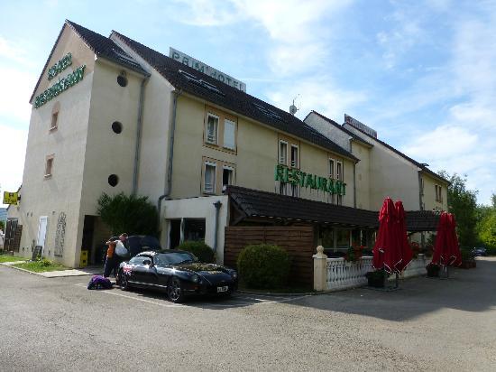 Prim'Hotel Bagatelle : Large car park