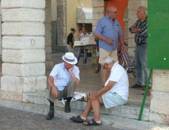 Hotel Gardenia al Lago: Playing chess on the steps of the Municipio, Gargnano