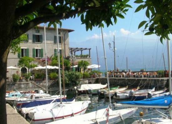 Hotel Gardenia al Lago: Port of Villa di Gargnano