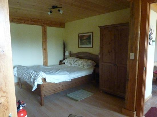 Bearberry Meadows Guest House: Apartment bedroom