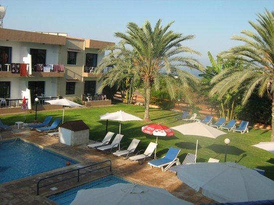 Hadjiantoni Anna Hotel Apartments: Vista dalla stanza 214