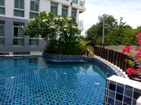 Arisara Place Hotel : pool