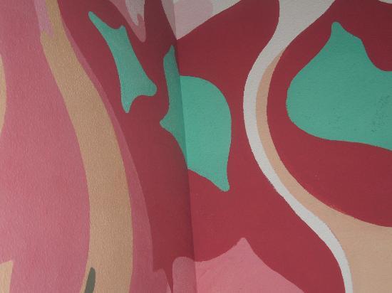 Moon Beach Guesthouse: Bedroom wall