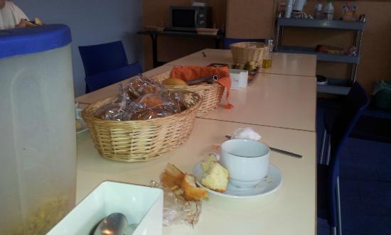 HIBLANC: Magdalenas duras y pan con mermelada