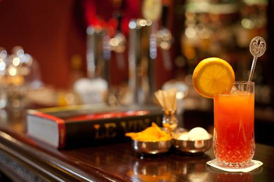 Le Mystique - Relais & Chateaux: Aperetif at our Bar 'Le Magnum'