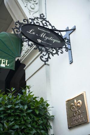 Le Mystique - Relais & Chateaux: Entrance