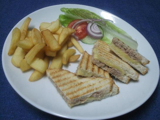 Blue Waters Bar and Restaurant: Toasties and chips