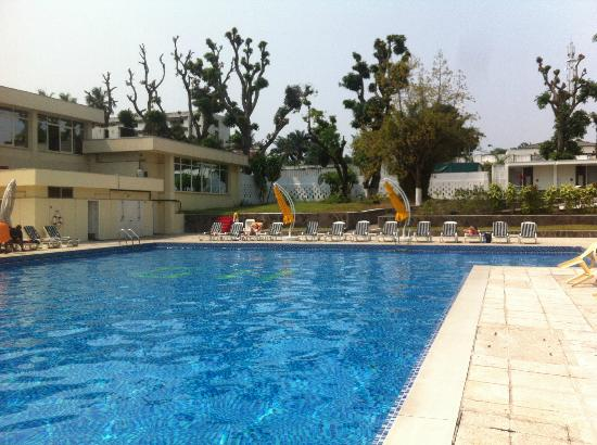 Grand Hotel Kinshasa : The pool area