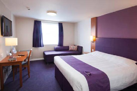 Premier Inn Milton Keynes Central Hotel: ....