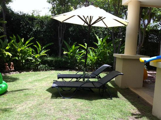 بلو لاجون ريزورت هوا هين: Private garden by the pool 