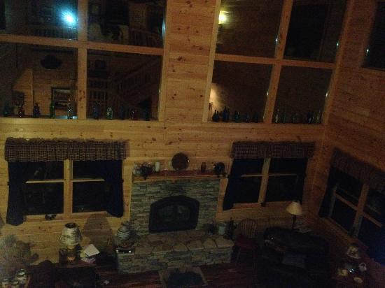 Bear Rock Ridge Bed & Breakfast: Family Room