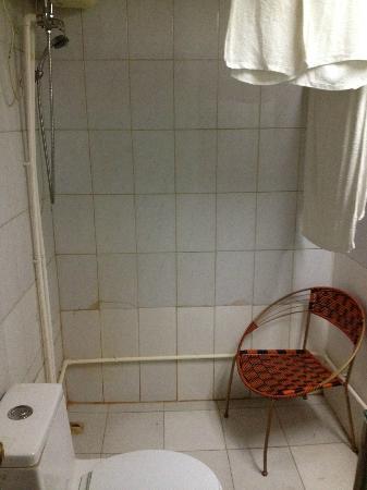 Beijing Z S Hotel: vue salle de bain