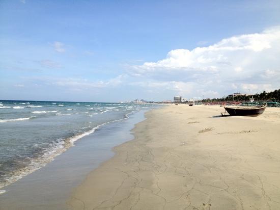 Non Nuoc Beach: beach area