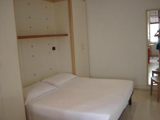 Residence Arco Antico: camera letto