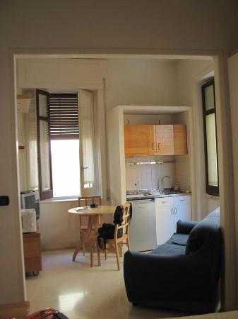 cucina soggiorno - Foto di Residence Arco Antico, Siracusa - TripAdvisor