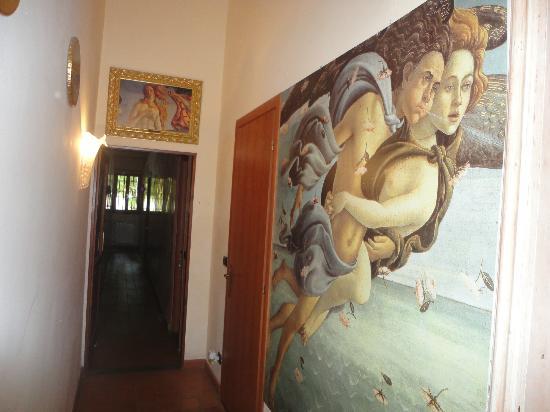 La Luna Guest House: corridor
