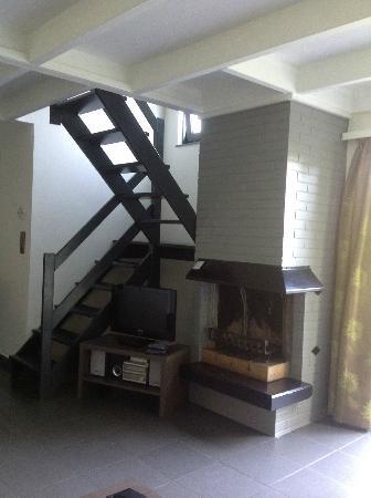 """Sunparks De Haan Aan Zee: Le petit escalier pour monter aux chambre et le """"trou"""" dangereux pour les petits enfants"""