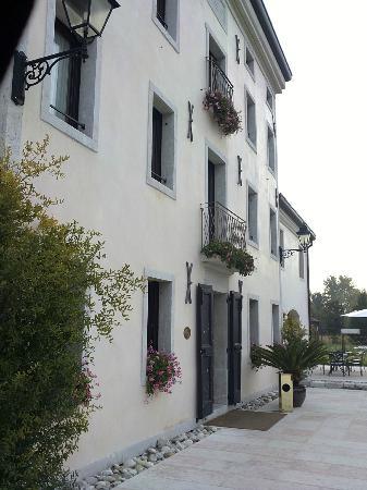 Hotel & Residence Villa dei Carpini: фасад отеля