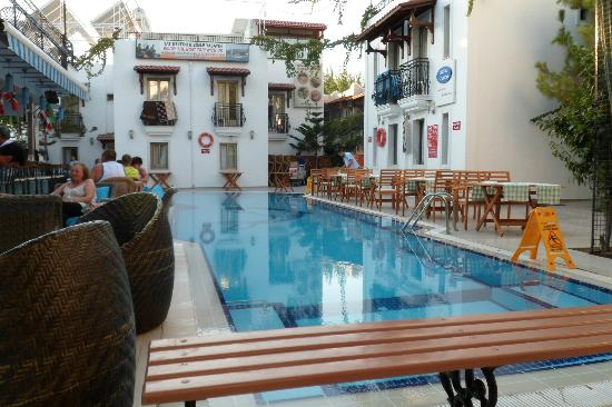 Hotel Istankoy Bodrum: Poolside set up for evening Dining
