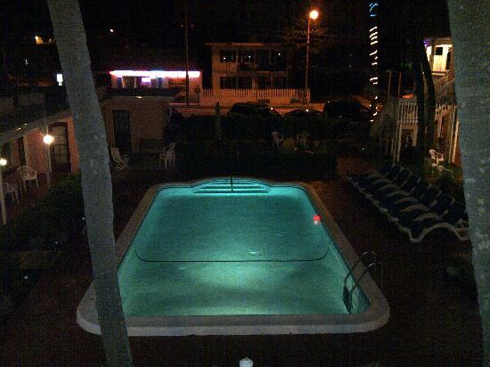 North Sunrise Motel : at night very pretty