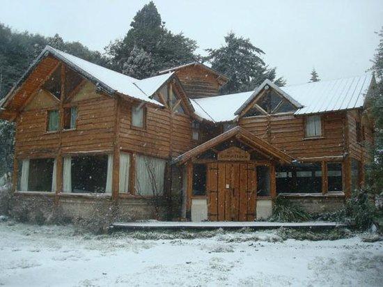 Hostel Refugio Cordillera: Frente nevado
