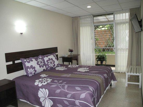 Laureles Hotel: Habitación con cama king size