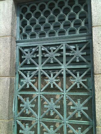 Perry's Victory & International Peace Memorial: Interesting copper gate at the top of the Memorial.
