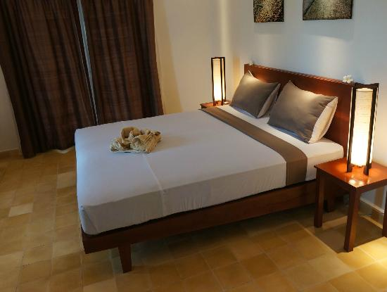 Battambang Resort : Bed in Lakeside Room 2