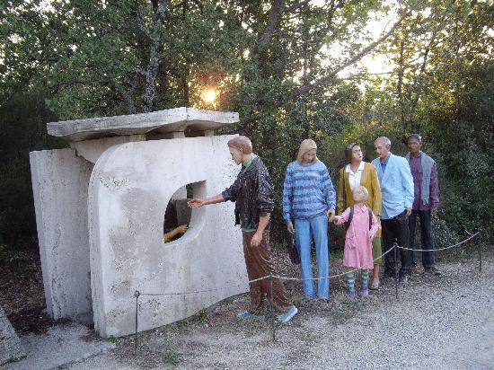 Parco Sculture Del Chianti : Tutti in fila