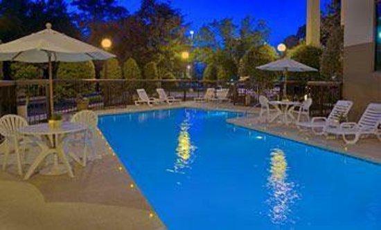 Jameson Inn: Sparkling Outdoor Pool