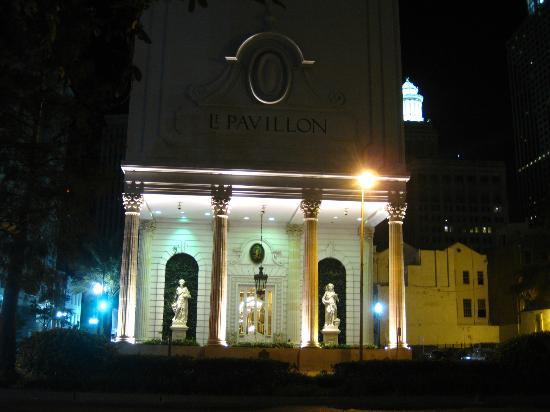 Le Pavillon Hotel front