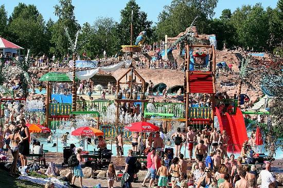 Skara Sommarland: Fullt i badet ;-)