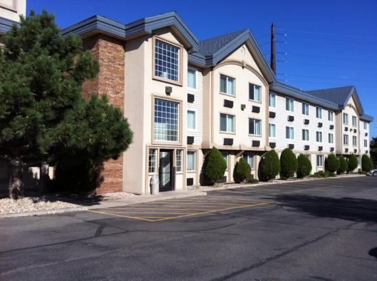 Days Inn & Suites Golden/West Denver: building B exterior