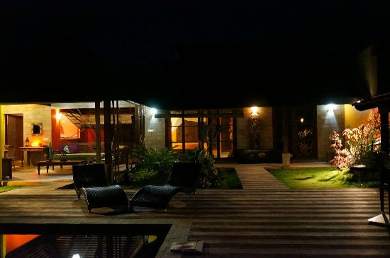 Villa Mitirapa at night