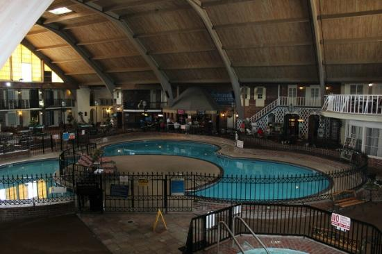 Howard Johnson Burlington: Overlooking the Atrium & Tiki Bar