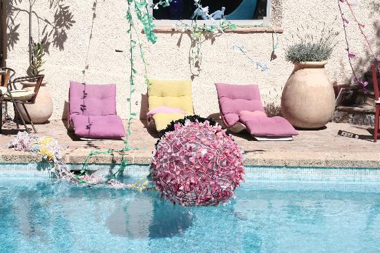 CASTEL PIERRE LISSE : la piscine