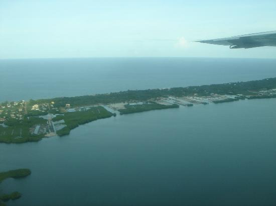 Robert's Grove Beach Resort : Location from the air