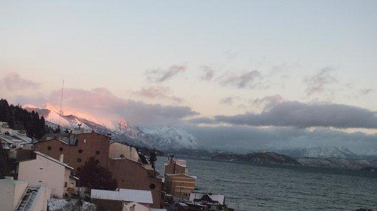 Hotel Tirol Bariloche: Amanhecer com vista do lago